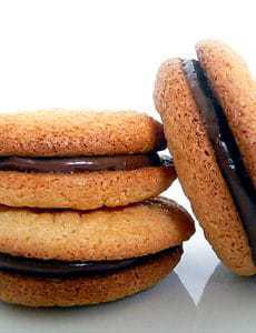 almond-macarons-main