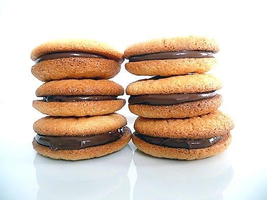 almond-macarons-stack