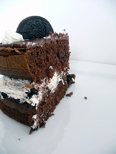 cookies-and-cream-oreo-cake-slice