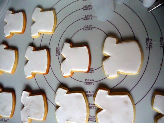 royal-icing-drying