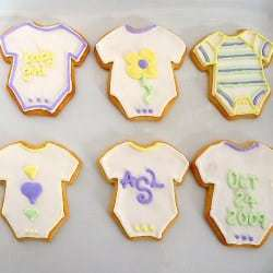 baby-onesie-sugar-cookies-250