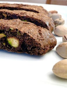 chocolate-pistachio-biscotti-main-250