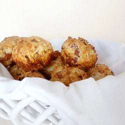 bacon-cheddar-biscuits-1-250