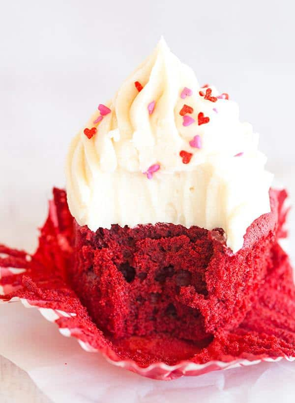 The BEST red velvet cupcakes - a gorgeous red color, moist and fluffy ...
