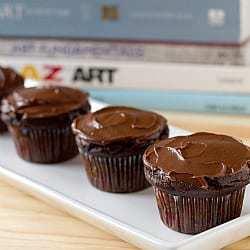 vegan-chocolate-cupcakes-1-250