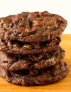 triple-chocolate-oreo-cookies-1-250