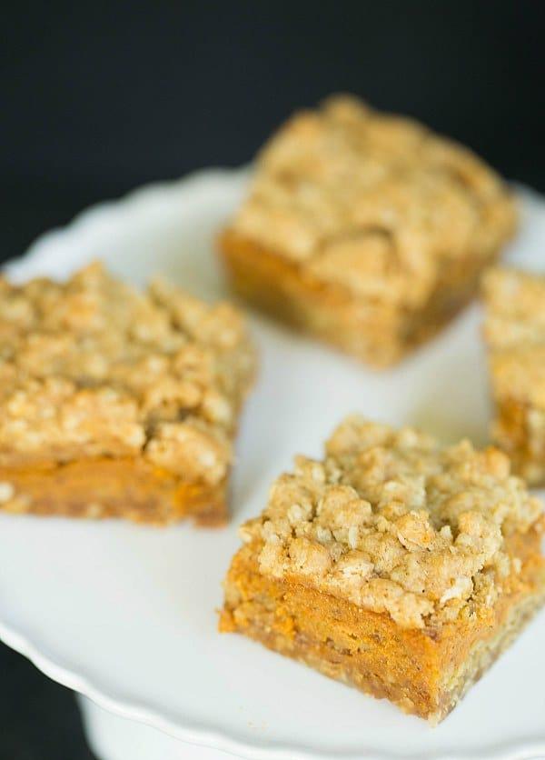 Pumpkin Pie Oatmeal Crumb Bars by @browneyedbaker :: www.browneyedbaker.com