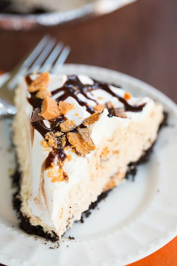No-Bake Butterfinger Pie Recipe by @browneyedbaker :: www.browneyedbaker.com