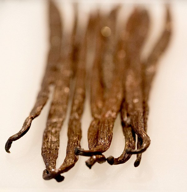 How to Make Homemade Vanilla Extract by @browneyedbaker :: www.browneyedbaker.com