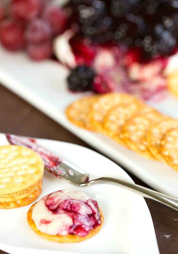 Baked Brie with Blackberry Compote by @browneyedbaker :: www.browneyedbaker.com