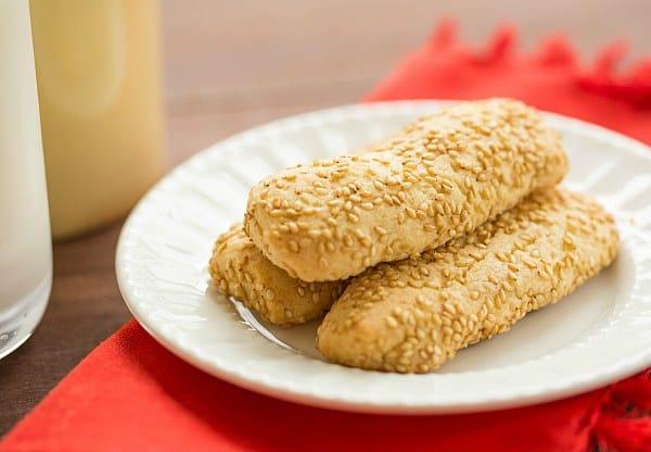Italian Sesame Seed Cookies (Giugiuleni) by @browneyedbaker :: www.browneyedbaker.com