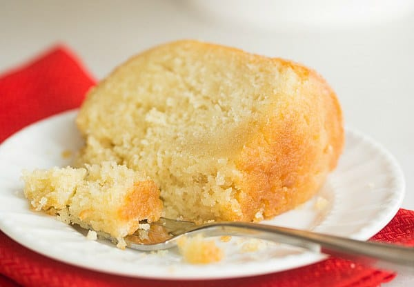 Kentucky Bourbon Butter Cake | browneyedbaker.com #recipe #KentuckyDerby