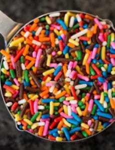 funfetti-cupcakes-1-250