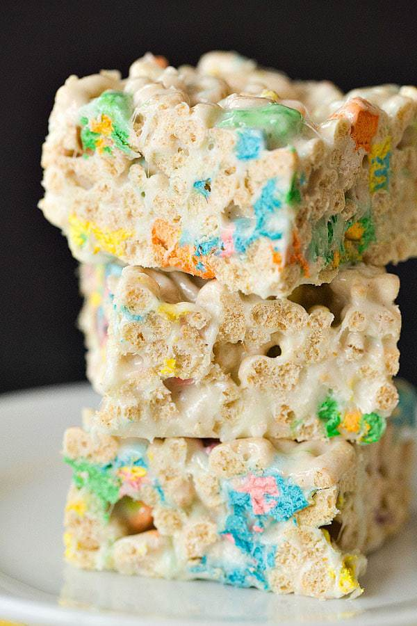 Lucky Charms Marshmallow Cereal Treats for St. Patrick's Day! | browneyedbaker.com