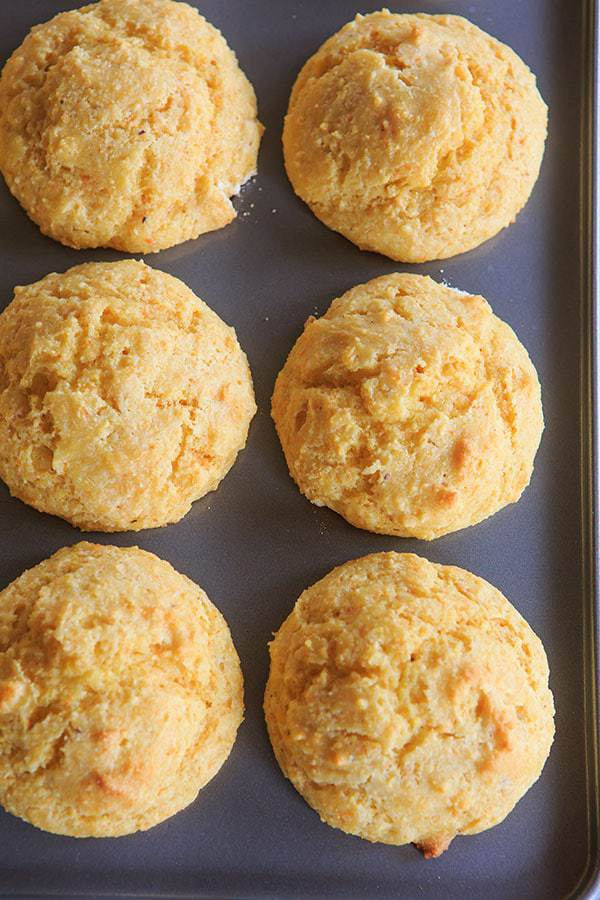 Cornbread Muffins made with tons of cornmeal are fluffy and moist - perfect with a bowl of chili! | http://www.browneyedbaker.com/cornbread-muffins/