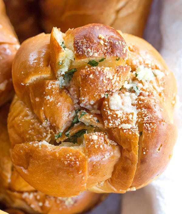 These Easy Pull-Apart Garlic Rolls are quick, a perfect way to use up leftover dinner rolls, and are a fabulous alternative to traditional garlic bread.