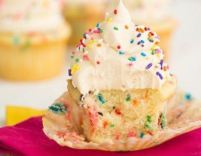 funfetti-cupcakes-44-400x310