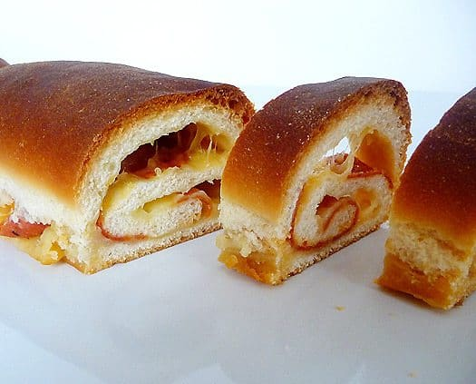 cheese-and-pepperoni-bread-sliced2