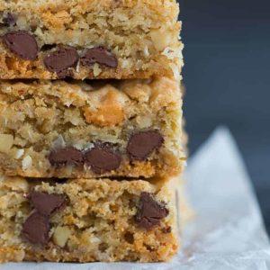 Chewy, Gooey, Cinnamon Toffee Blondies  |Chewy Blondie Recipe