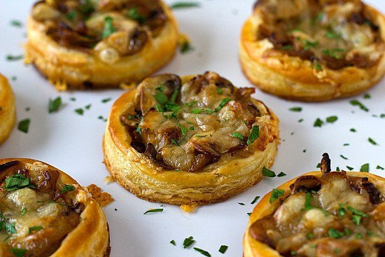 Caramelized onion mushroom gruyere tartlets brown for Puff pastry canape ideas