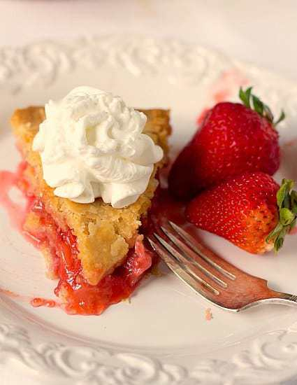 Strawberry Rhubarb Pie | browneyedbaker.com