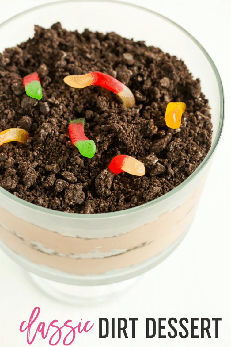 Dirt Dessert :: The classic summertime recipe featuring alternating layers of crushed Oreo cookies and a chocolate pudding/mousse.
