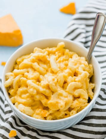 A bowl of creamy crock pot mac and cheese.