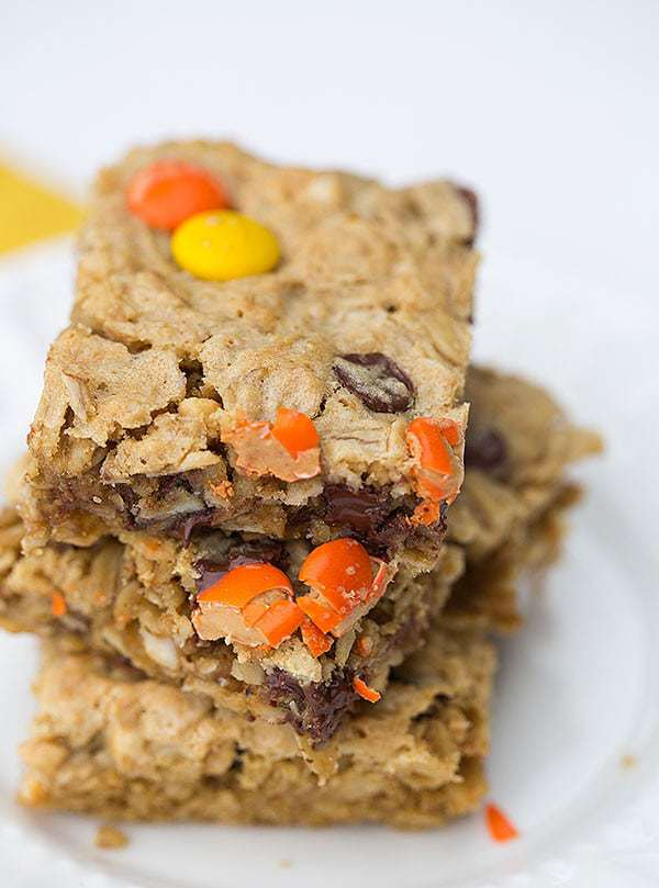 Flourless Peanut Butter-Chocolate Chip Oat Bars | browneyedbaker.com
