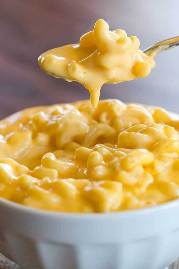 Baked mac and cheese with cream velveeta