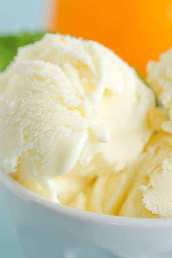 Orange Frozen Yogurt - SO easy, tastes just like an orange creamsicle and a great alternative to ice cream. What are you waiting for?!