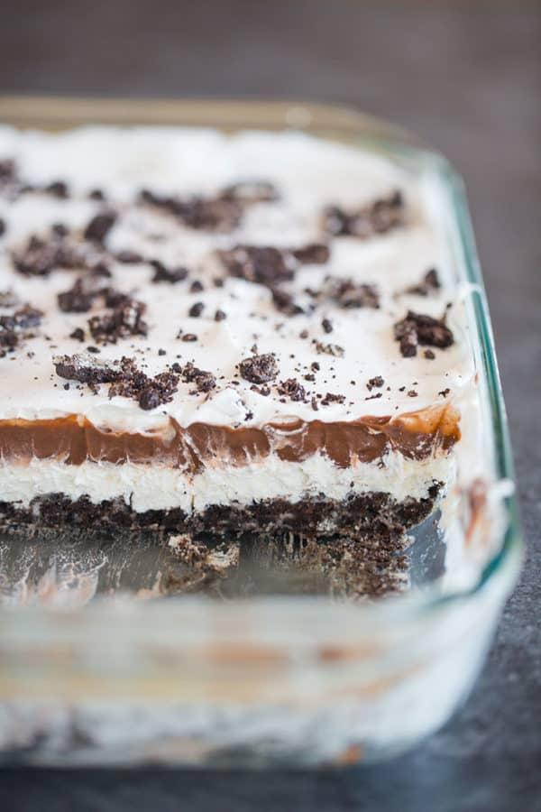 A glass pan of layered Oreo dessert.