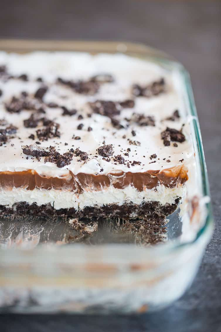 A glass pan of layered Oreo dessert.