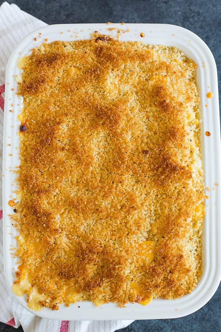SO. MANY. BREAD CRUMBS! >> Chrissy Teigen's Mac and Cheese